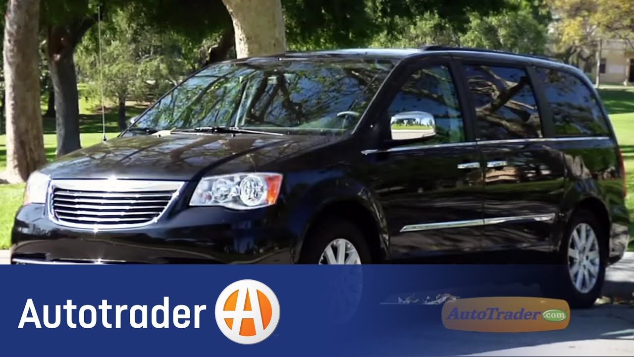 2011 chrysler town country minivan new car review autotrader