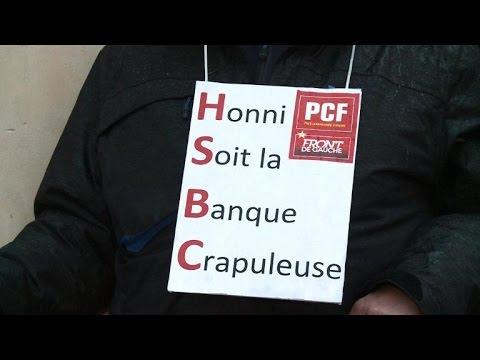 Manifestation de partis de gauche devant la banque HSBC