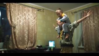Пока мамы нет дома отец с сыном играет в войнушку !