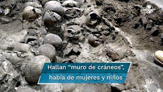 """De acuerdo con lo encontrado, investigadores del INAH determinaron que el Huei Tzompantli (""""hilera o muro de cráneos"""") fue construido en tres momentos, entre 1486 y 1502. De los 119 cráneos, la mayoría son de hombres, pero también hay de mujeres y algunos de niños"""