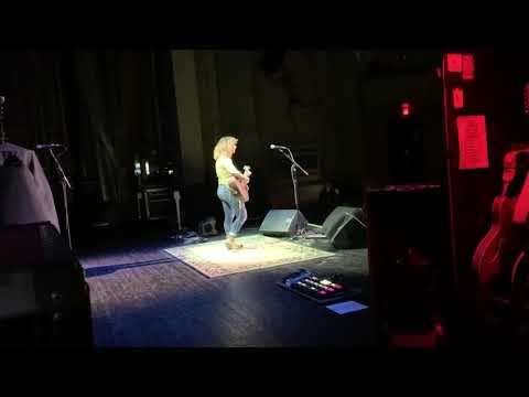 "Jillian Jensen Covering ""Zombie"" By The Cranberries While Opening For Collective Soul"