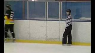 Хоккейный судья - девушка