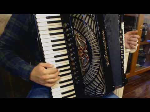 How to Play Balkan Music on Piano Accordion - Lesson 9 - Slow Hora Style