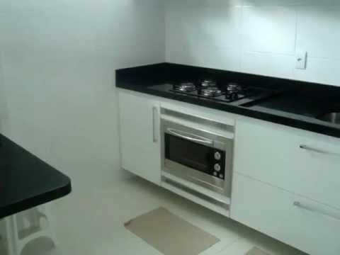 Cozinha projetada branca um Projeto de Luís Havelange - YouTube