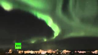 Северное сияние на севере России(Пользователи YouTube опубликовали видео северного сияния в Петрозаводске и Ухте 6-7 октября. Видео принадлежит..., 2015-10-08T15:23:22.000Z)