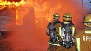 Firefighter in action / Pompier en Intervention