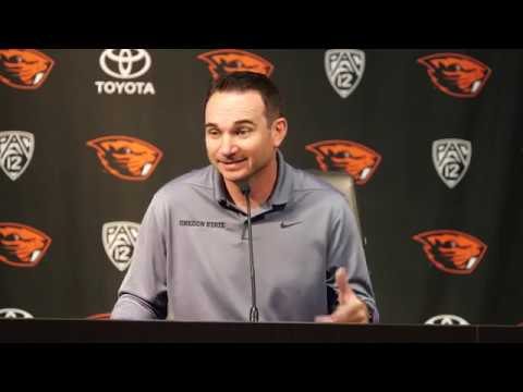 Oregon State Beavers - Jonathan Smith talks Pac-12 opener and heartbreaking loss to UNR!!