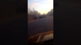 Однажды в России. Пьяненькие трактористы не поделили дорогу.