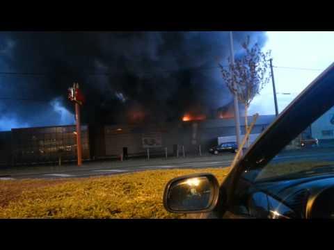 Incendie très impressionnant de Gifi et d'Atac à Fleury les Aubrais : 21/03/2014