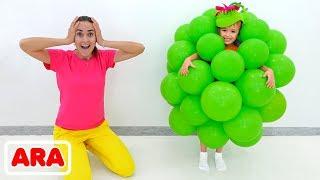 يصنع فلاد ونيكيتا ألعابًا من البالونات ويستمتعان بأمي