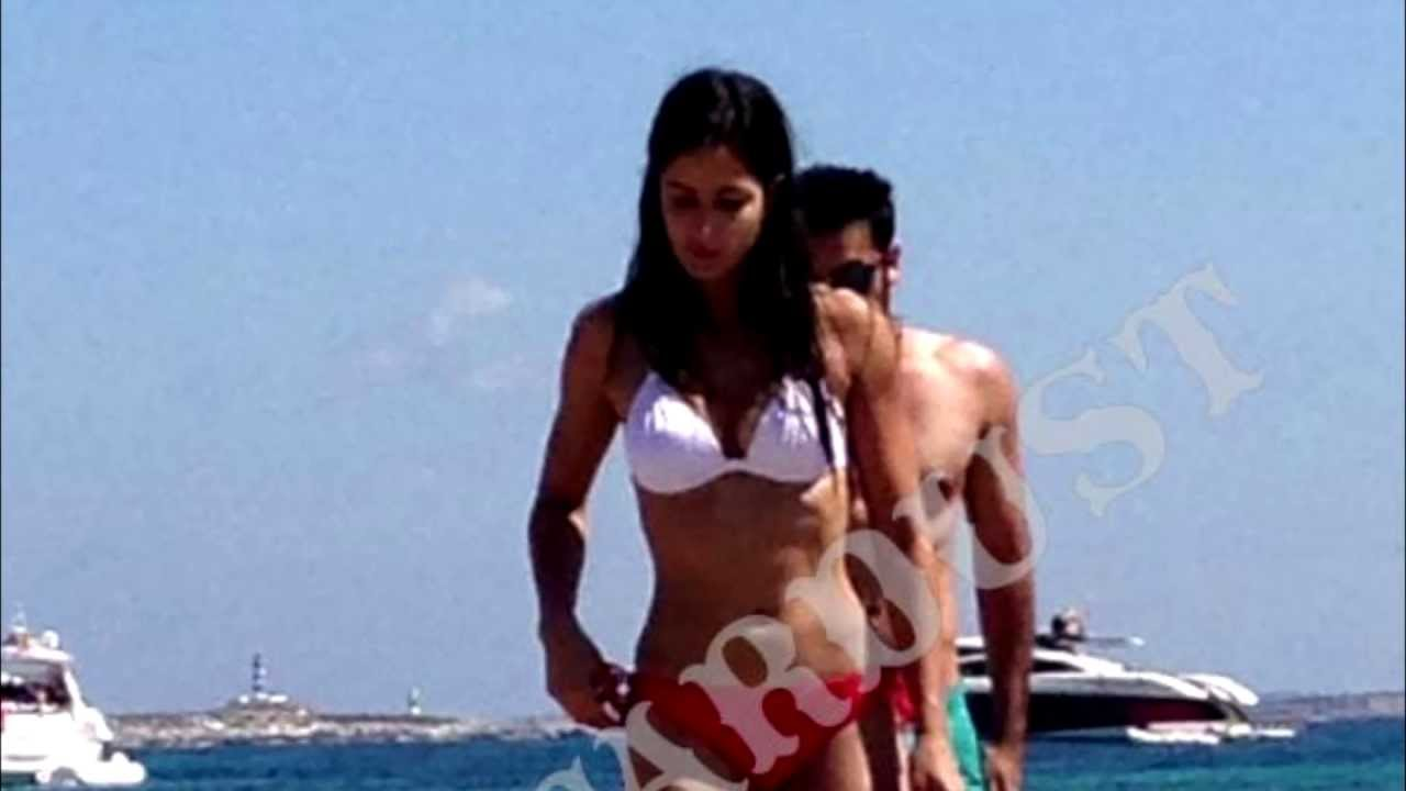 Ranbir Kapoor And Bikini Clad Katrina Kaif On The Beaches -5706