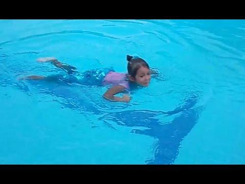 Elif Eski Deniz Kızı Kostümü Ile Yüzmeye Karar Verdiengeleyebildik