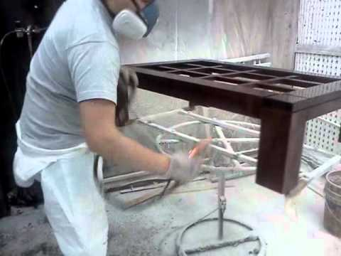 Pintando con pistola airless youtube for Lacar muebles en blanco a pistola