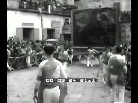 La gara dei fujenti ad afragola youtube for Ad arredamenti afragola