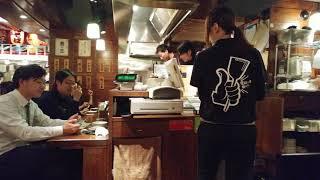 新宿のハルクの地下にあるハルチカ。そこで一番気に入っているお好み焼きさんの「こて吉」の店内です。