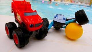 Blaze y camiones monstruos en el agua. Vídeo de juguetes.
