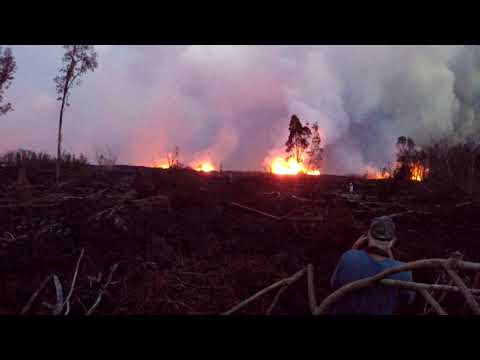 Cops Force Residence To Flee And Allow The Press Into Leilani Estates Hawaii Lava Zone