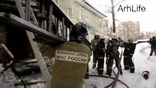 Двухэтажный жилой дом сгорел в Архангельске