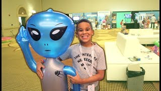 We Saw An Alien in Real Life! Kids Pretend Play | FamousTubeKIDS