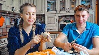 ГОТОВИМ СЕМЕЙНЫЙ УЖИН: Муж помогает и бурчит)) Вкуснейшая курица в духовке под Новый Год