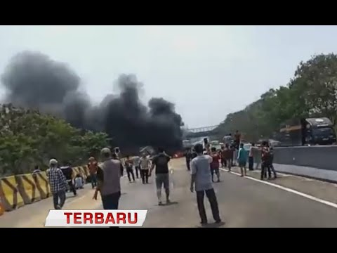 Kecelakaan Beruntun 10 Mobil di Tol Cipularang KM 92
