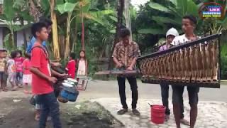 Awalnya Pengamen Angklung ini Tak disngka ₩rga Kampung,Setelah Di Mainkan Musiknya Ternyta