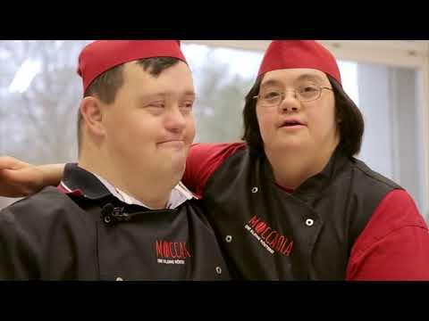 """In der bayerischen Kaffeerösterei """"Moccasola"""" arbeiten Menschen mit Behinderung"""