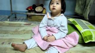 Bé Nấm 2 tuổi - đọc Kinh tối trước khi ngủ