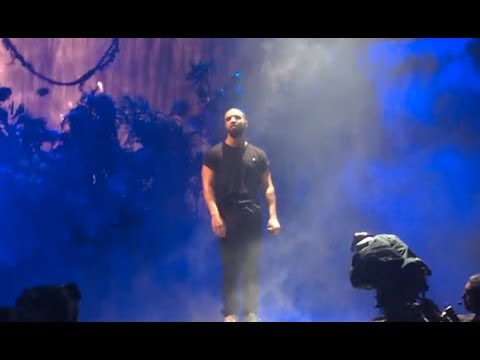 DRAKE PERFORMING GODS PLAN FOR THE FIRST TIME LIVE (CRAZY)