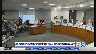Dozens urge GR to OK new human rights ordinance