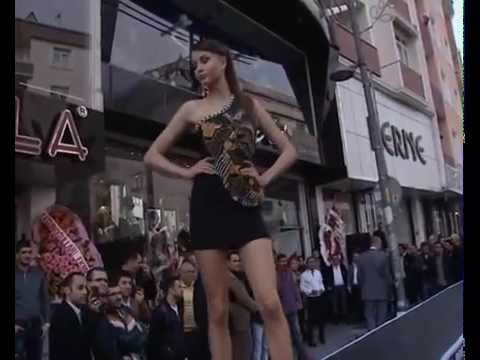 Street Fashion at Istanbul - Zeytinburnu Sokak Defilesi