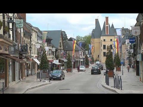 شاهد: مدينة أوبيني سور نير تنظم تكريما على طريقتها لدوق إدنبرة…  - نشر قبل 3 ساعة