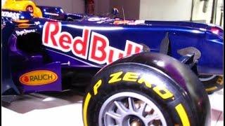 Formule 1 Redbull 2015 moteur renault sur les champs-élysées, à Paris