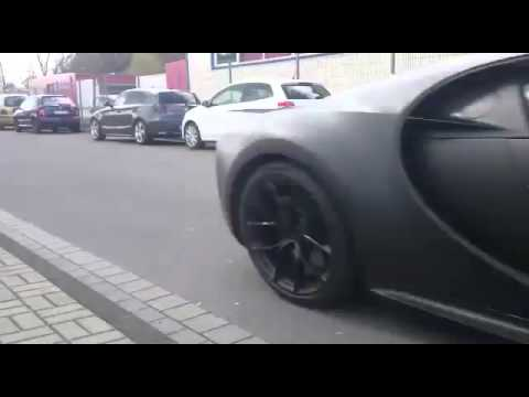 2 bugatti chiron paraded with veyron youtube. Black Bedroom Furniture Sets. Home Design Ideas