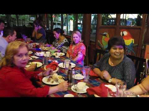 En el restaurante pueblo viejo San Salvador