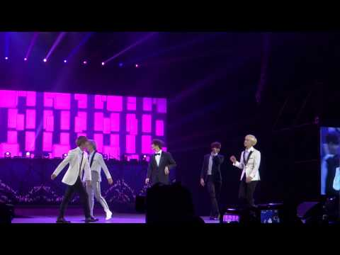 'Hello' | SHINee in Chile 140406 |