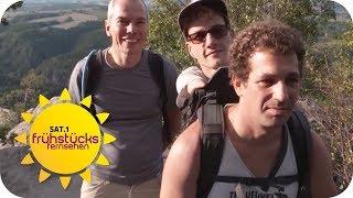 Berg-Wanderung trotz Behinderung: Berg erklimmen ohne Arme & Beine | SAT.1 Frühstücksfernsehen | TV