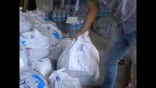 حملة اغيثوا الحسكة / مركدة 6  واثناء عملية توزيع السلال الغذائية