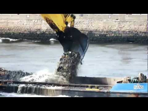 Timelapse Bucket of the Liebherr P995 Filling up the Hans Hopper Barge Aberdeen Harbour