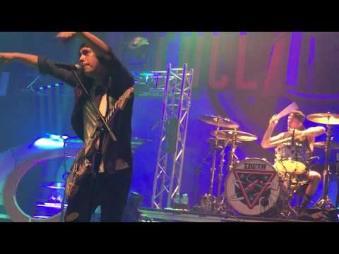 Pierce The Veil - Intro / Dive In / Caraphernelia / Texas Is Forever -  LIVE