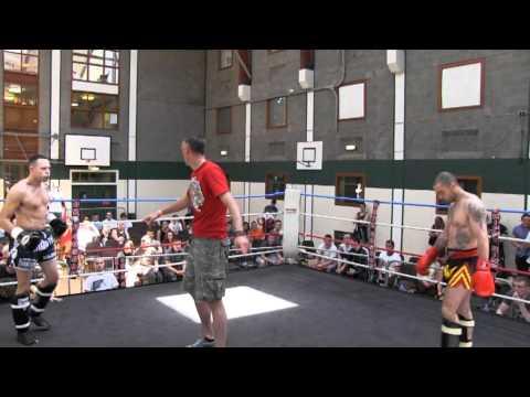 ALAN SMITH (dublin thaiboxing) V KEVIN ROBINSON (dundalk thai) 77KGS 3X2.