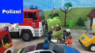 Playmobil Polizei Feuerwehr Krankenwagen  Unfall nach Verfolgungsjagd vor der Schule Crash 4K