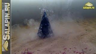 Вскрытие зимней кормушки под водой (с мотылем и прикормкой) [salapinru](Начинаем снимать видео под водой :) Первый блин вышел немного комом, зато многое стало понятно и прояснились..., 2014-01-04T11:34:28.000Z)