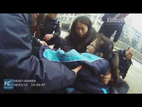 Policeman saves suicidal girl with bare hands in C China's Hubei