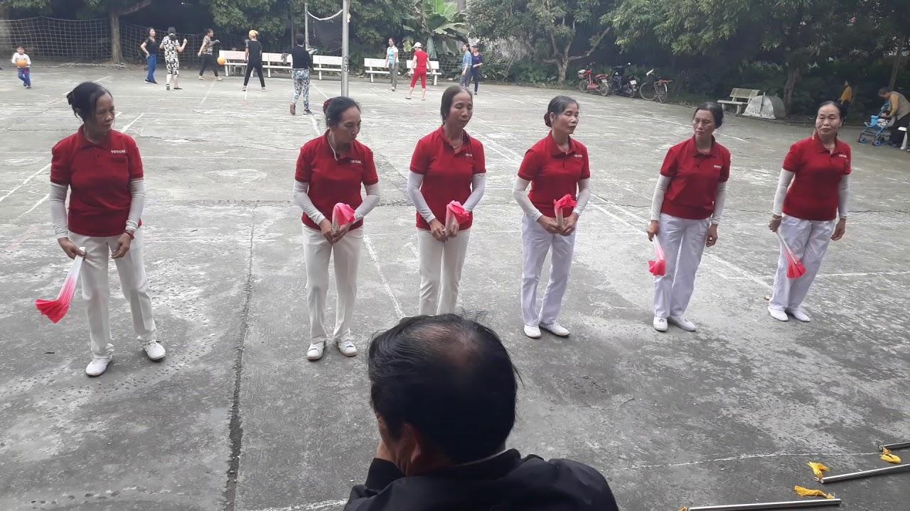 Thể dục dưỡng sinh bài Về quê ngày chúc thọ các cụ thôn Hồng Thái