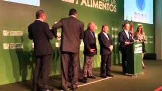 Ministro da Fazenda Joaquim Levy tira a gravata em evento com empresários em Goiânia
