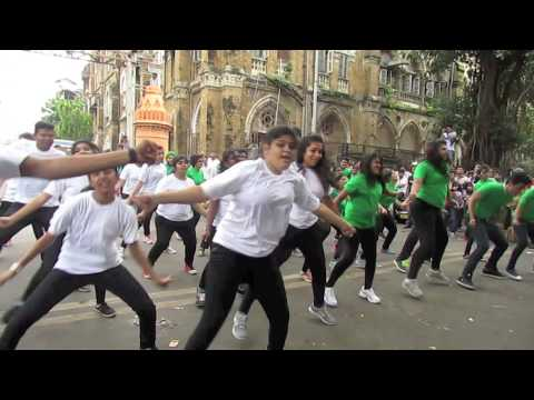 Flash Mob at CHATRAPATI SHIVAJI TERMINUS (C.S.T.) by ENTOURAGE 2015,JAIHIND COLLEGE.