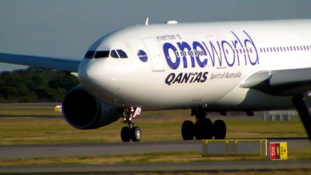hd oneworld qantas a330 200 takeoff perth airport. Black Bedroom Furniture Sets. Home Design Ideas