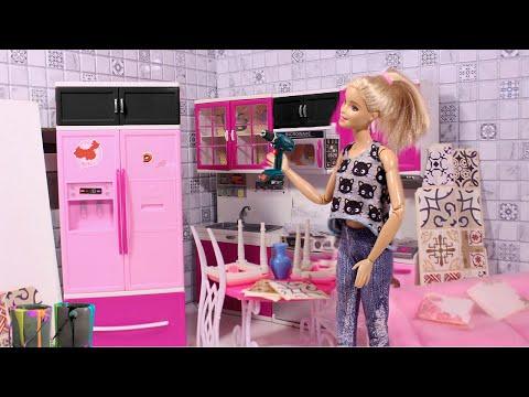 РЕМОНТ НА КУХНЕ БАРБИ - Красим кухню в черный - Куклы Мама Барби
