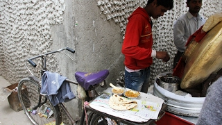 Delhi Street Food From the Back of a Bicycle - AMAZING Indian Chole and Fresh Chapatis!
